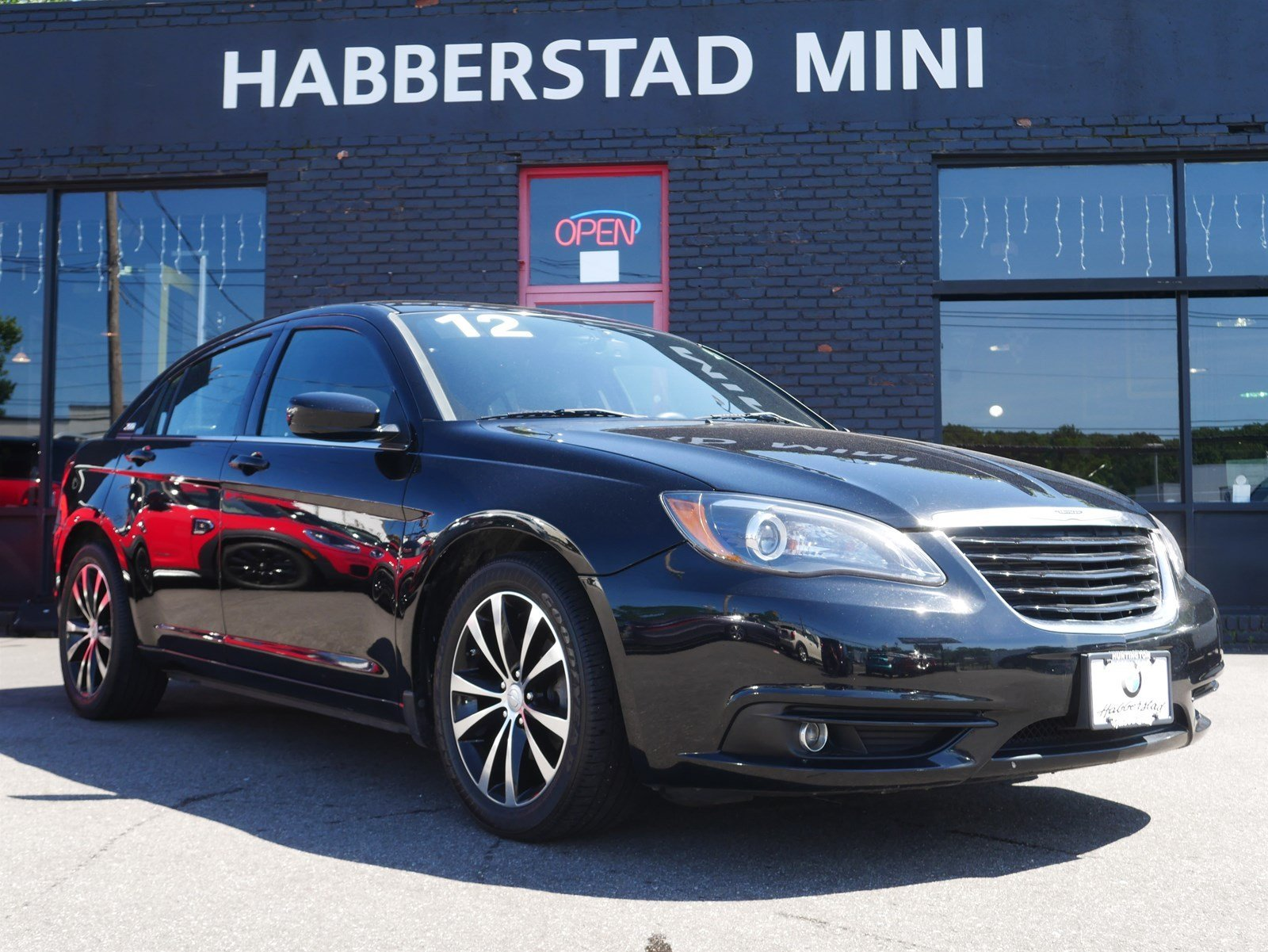 Pre-Owned 2012 Chrysler 200 4dr Sdn S