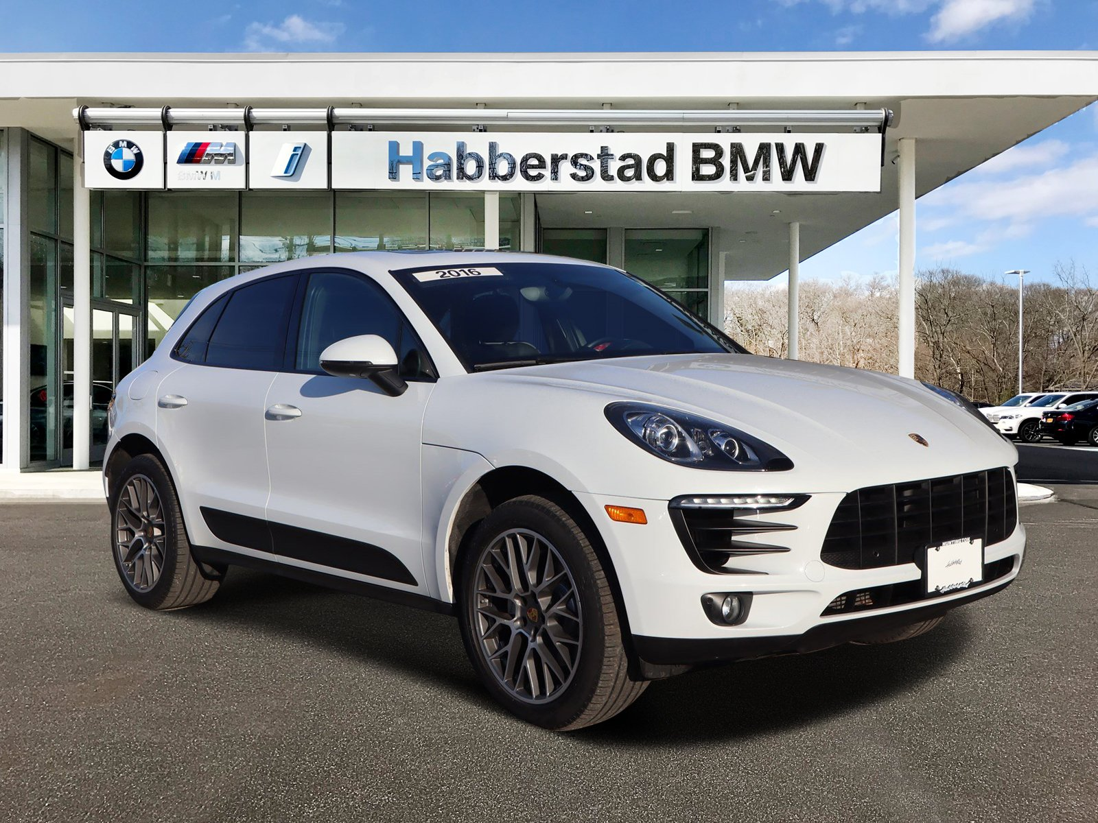Pre-Owned 2016 Porsche Macan AWD 4dr S